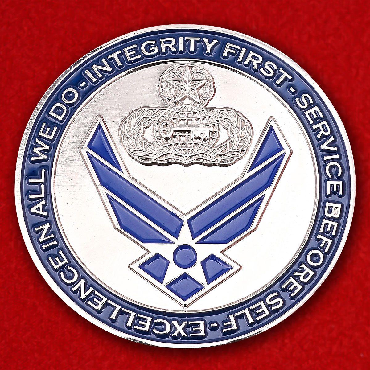 """Челлендж коин """"Главному Мастер-сержанту ВВС США Даниэлю Г. Бассету за отличную службу"""""""