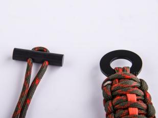 Браслет из верёвки со скребком