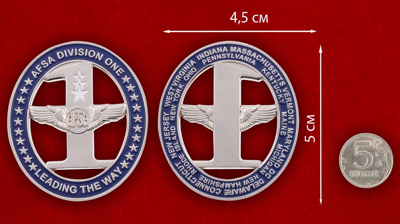 Челлендж коин 10-го отдела Ассоциации сержантов ВВС США - сравнительный размер
