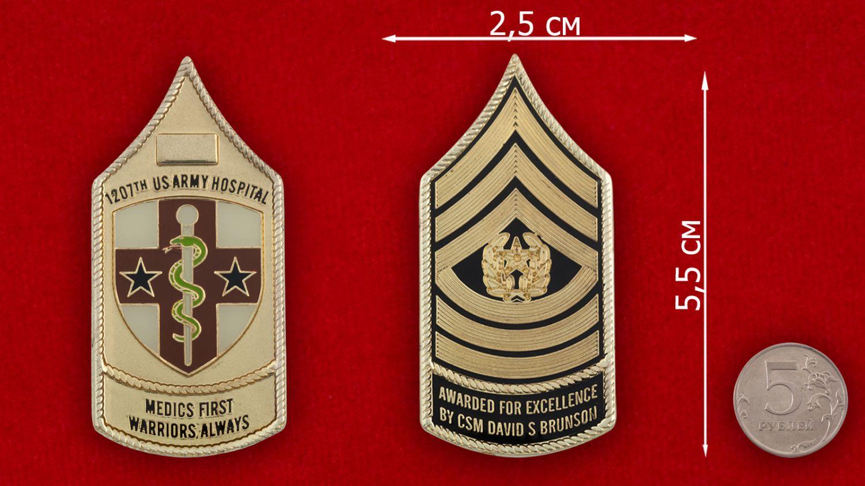 Челлендж коин 12-го Армейского госпиталя ВС США - сравнительный размер
