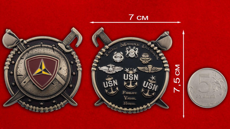 Челлендж коин 3-ей Дивизии Корпуса Морской пехоты США - сравнительный размер