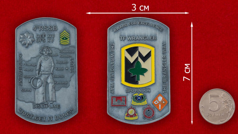 Челлендж коин 4-й Бригады материально-технического обеспечения Армии США - сравнительный размер