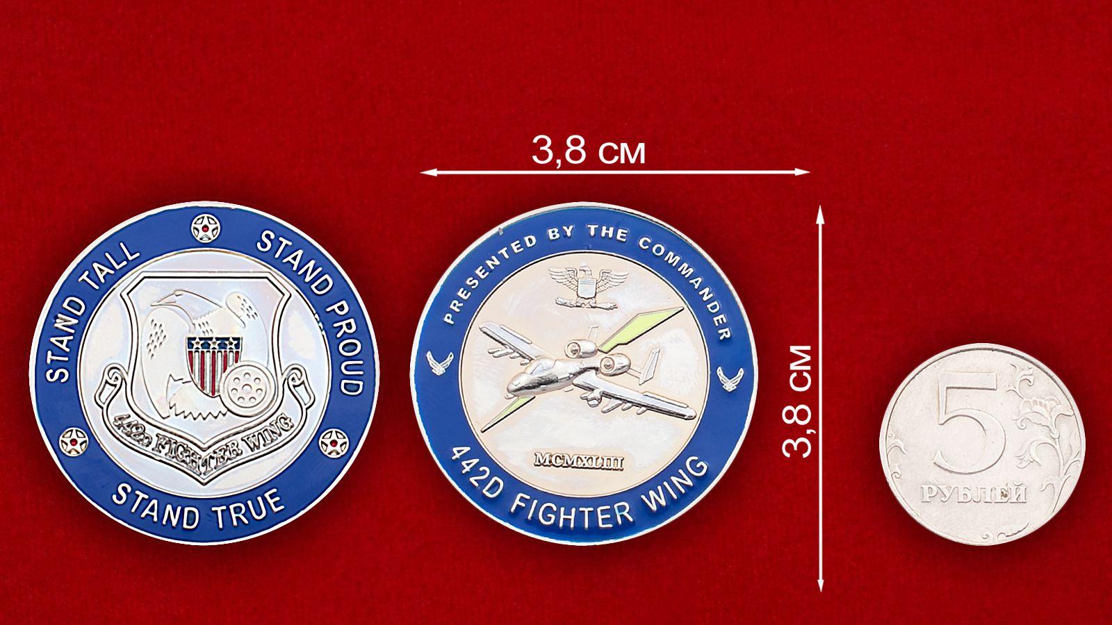Челлендж коин 442-го Истребительного авиакрыла - счравнительный размер