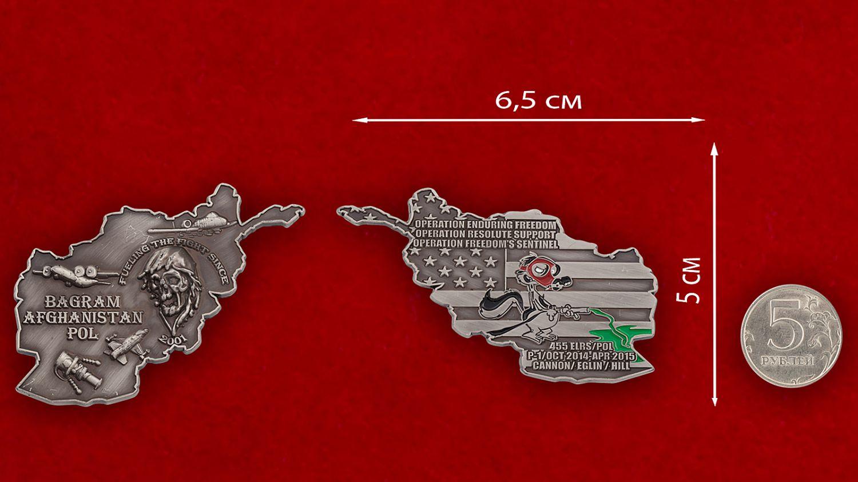 """Челлендж коин """"455-й эскадрилье тылового обеспечения ВВС США за операцию Несокрушимая Свобода"""" - сравнительный размер"""