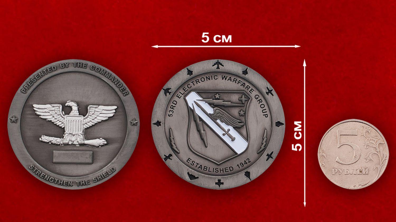 Челлендж коин 53-й авиагруппы радиоэлектронной борьбы - сравнительный размер