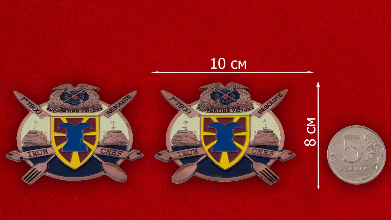 Челлендж коин 7-й Экспедиционной Транспортной бригады материально-технического обеспечения - сравнительный размер