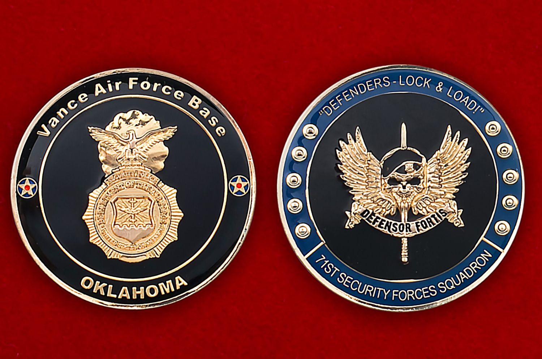 Челлендж коин 71-й эскадрильи сил безопасности авиабазы Вэнс, Оклахома - аверс и реверс