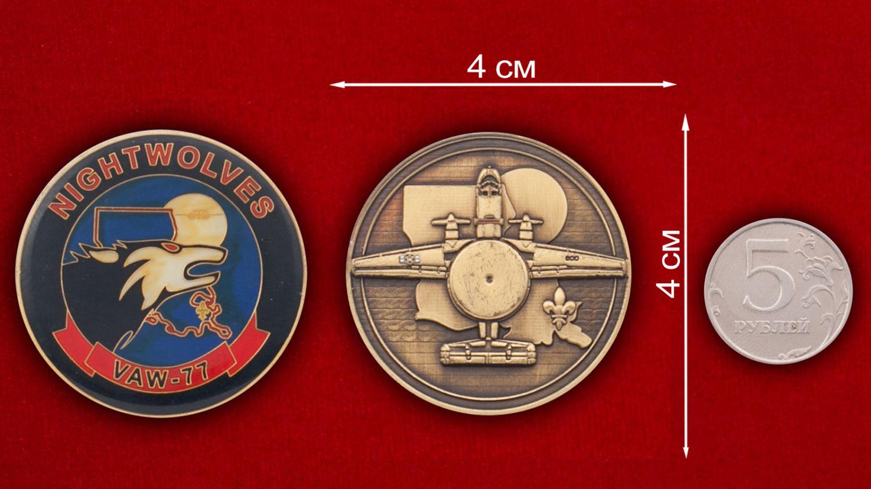 Челлендж коин 77-й эскадрильи радиолокационной разведки ВМС США - сравнительный размер