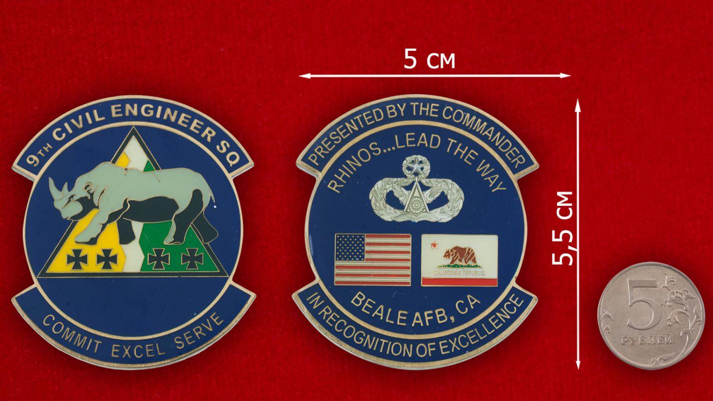 Челлендж коин 9-й инженерно-строительной эскадрильи авиабазы Бэйл - сравнительный размер