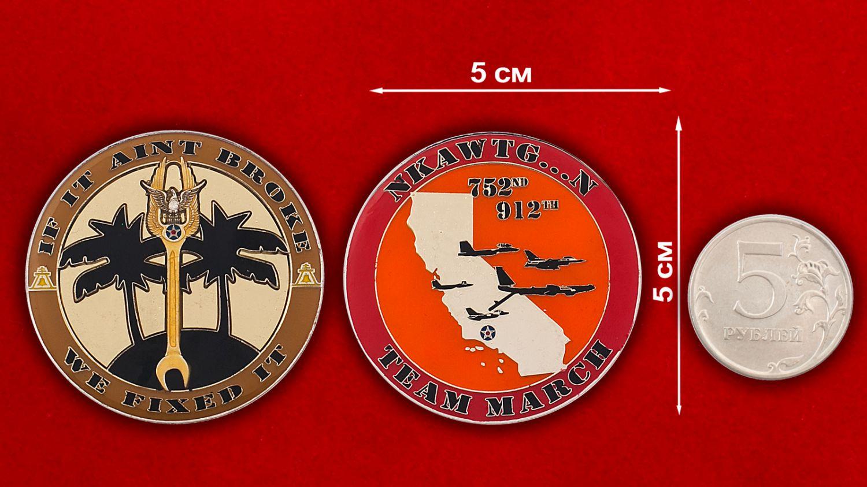 Челлендж коин 912-й эскадрильи дозаправки ВВС США - сравнительный размер