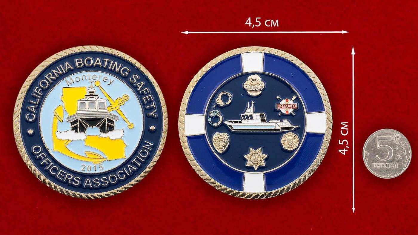 Челлендж коин Ассоциации офицеров Службы безопасности гребного спорта в Монтерее, Калифорния - сравнительный размер