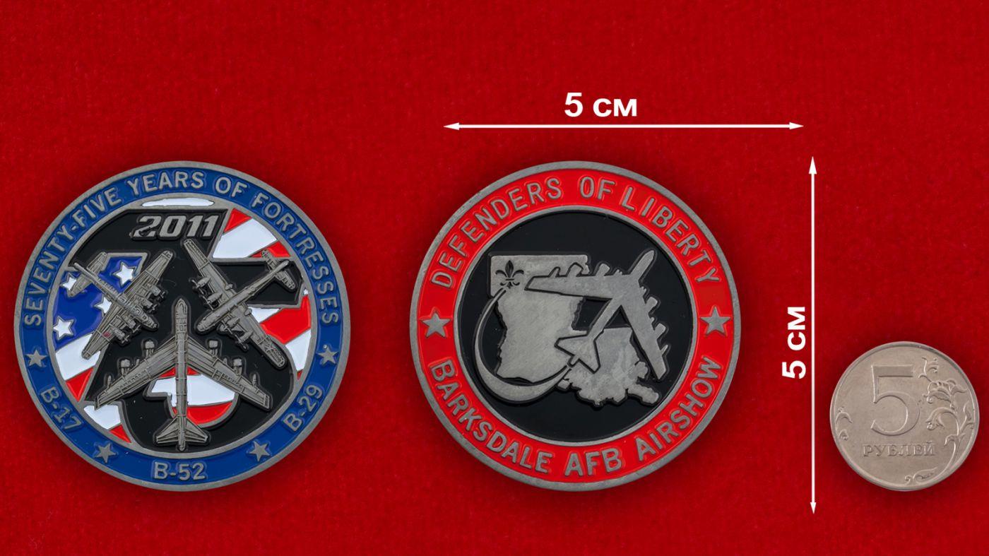 Челлендж коин авиашоу на базе Барксдейл ВВС США - сравнительный размер