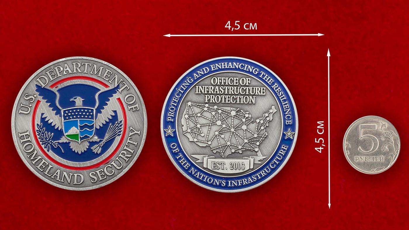 Челлендж коин Министерства Внутренней безопасности США - сравнительный размер