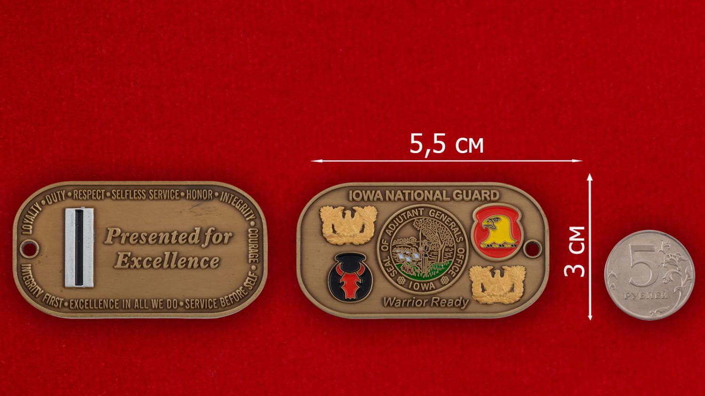 Челлендж коин Генерал-адьютанта Нацгвардии США штата Айова - сравнительный размер