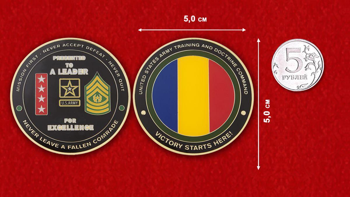 Челлендж коин Главного Управления боевой подготовки Сухопутных войск армии США - сравнительный размер