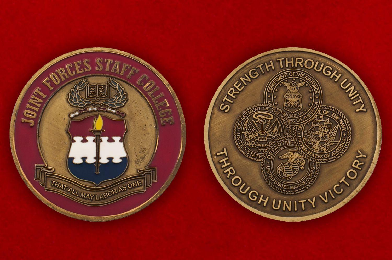 Челлендж коин Колледжа персонала ВС США в Норфолке, штат Вирджиния - аверс и реверс