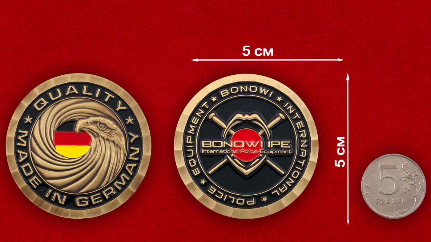 Челлендж коин компании-производителя полицейского оборудования Bonowi IPE - сравнительный размер