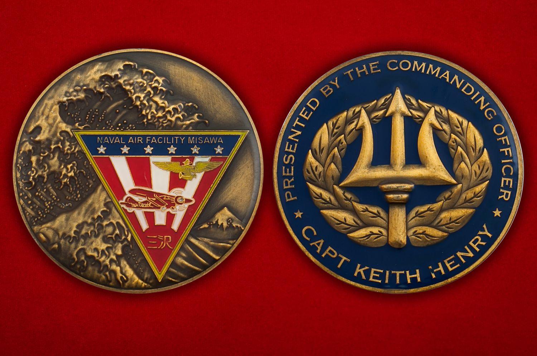 """Челлендж коин """"От Главнокомандующего авиабазы ВВС США Мисава капитана Кейта Генри"""" - аверс и реверс"""