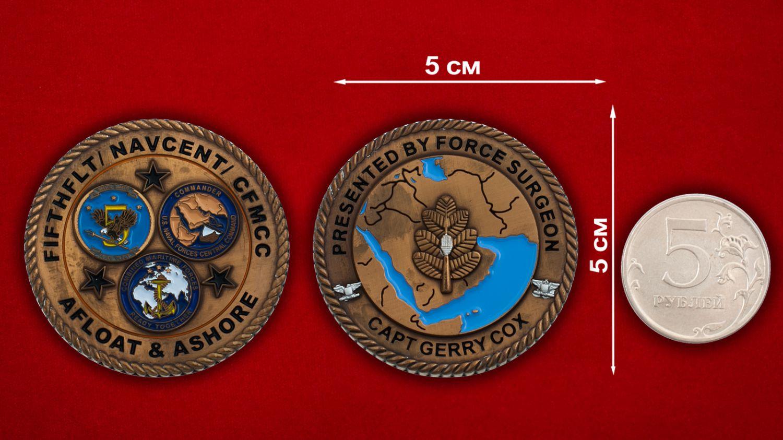 """Челлендж коин """"От капитана Джерри Кокса  Управления Генерального инспектора ВМС Центрального командования США (5-й Флот)"""" - сравнительный размер"""