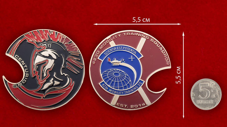 """Челлендж коин-открывашка """"423-я Учебная эскадрилья"""" - сравнительный размер"""