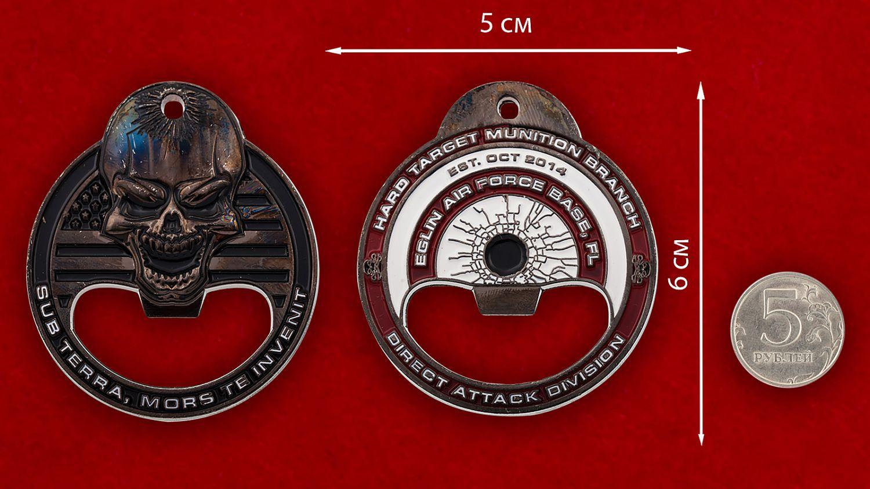 """Челлендж коин-открывашка """"Авиабаза Эглин ВВС США"""" - сравнительный размер"""