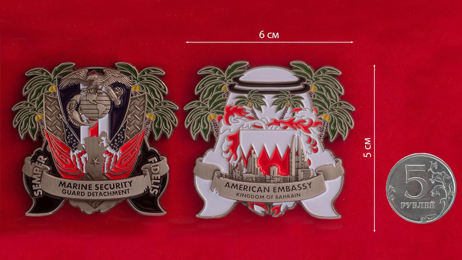 Челлендж коин Подразделения Корпуса Морской пехоты при посольстве США в Бахрейне - сравнительный размер