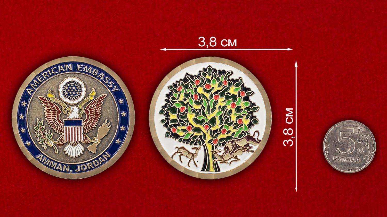 Челлендж коин посольства США в Иордании - сравнительный размер