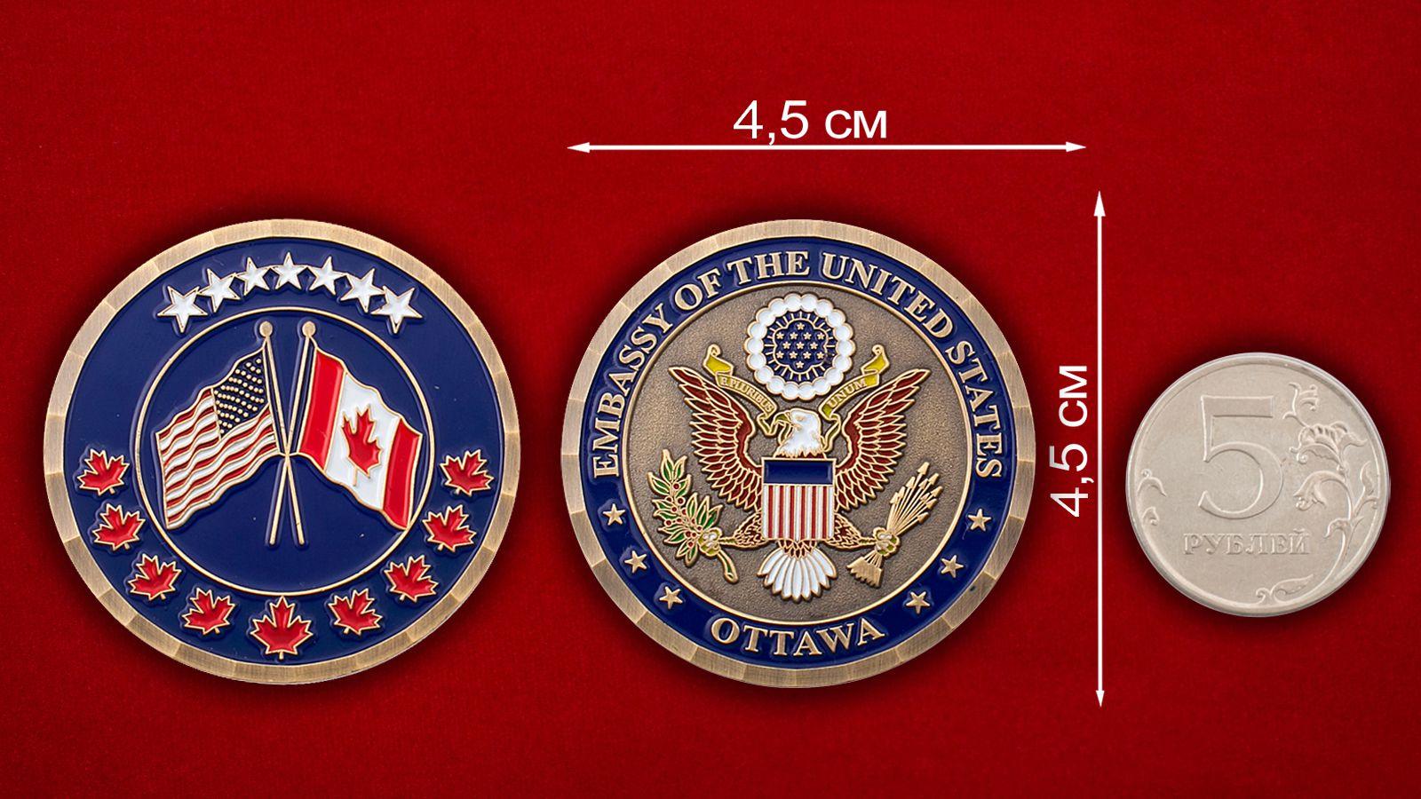 Челлендж коин Посольства США в Канаде - сравнительный размер