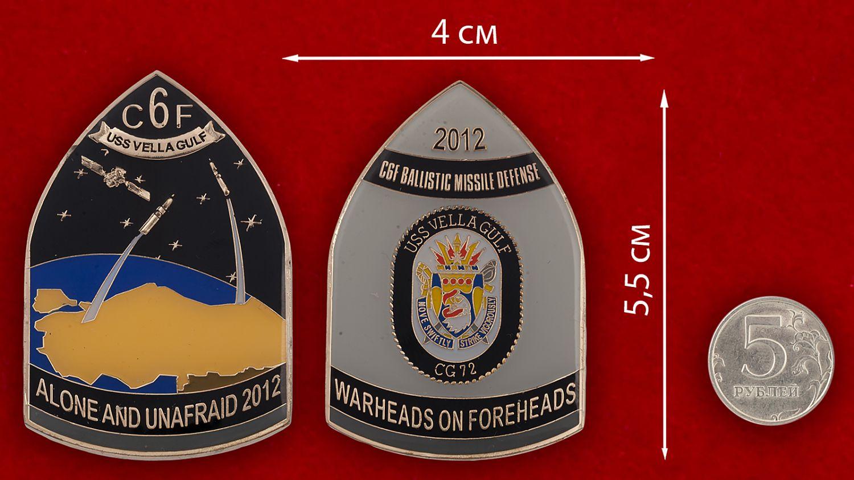 """Челлендж коин """"Ракетный крейсер USS Vella Gulf (CG-72) ВМС США"""" - сравнительный размер"""