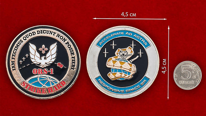 """Челлендж коин """"Разведывательный спутник ORS-1"""" - сравнительный размер"""