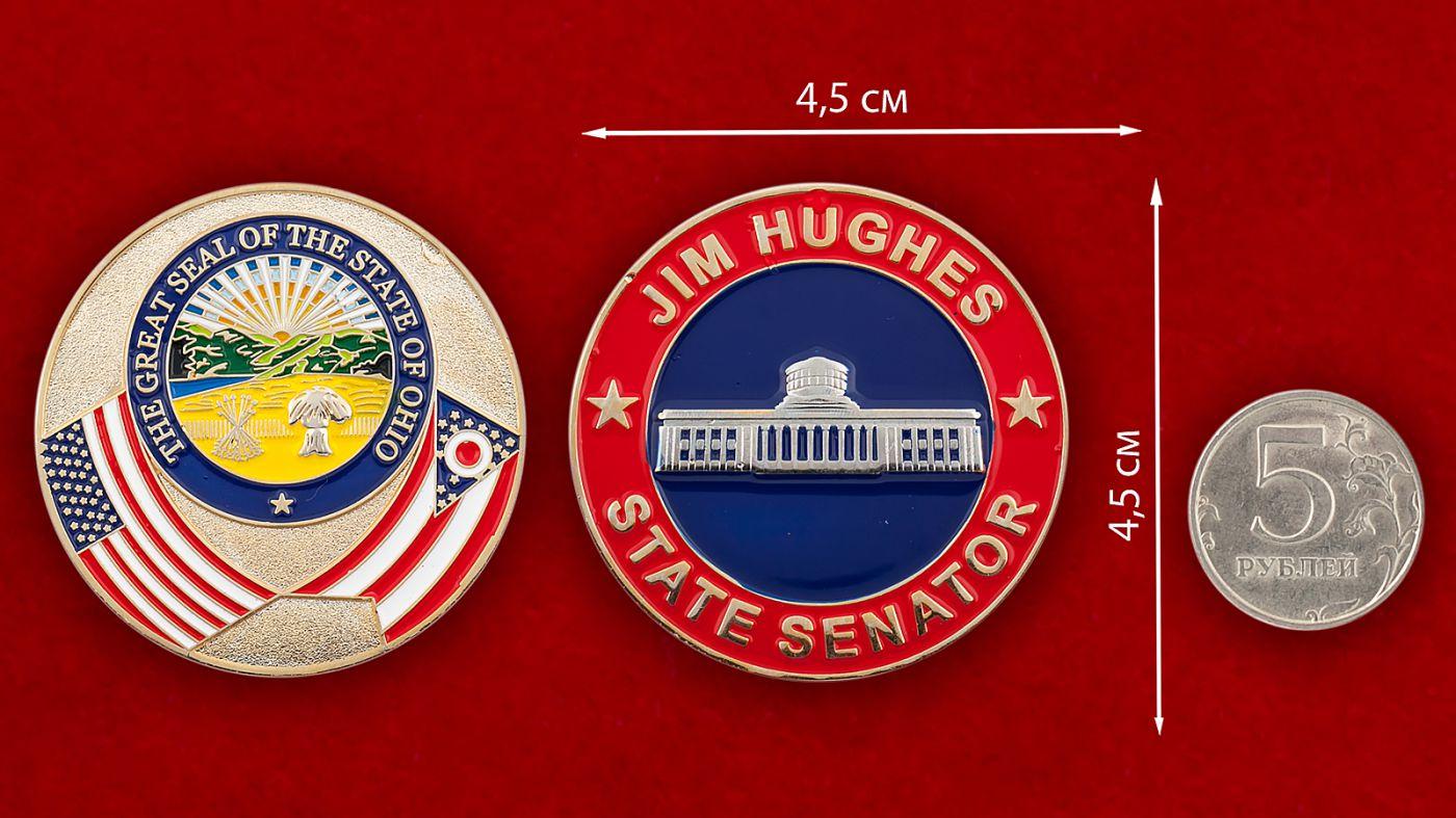 Челлендж коин сенатора штата Огайо Джима Хигеса - сравнительный размер