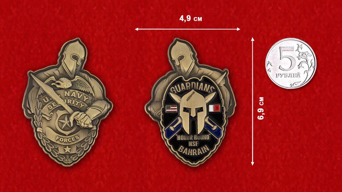 Челлендж коин Сил безопасности ВМС США в Бахрейне - сравнительный размер