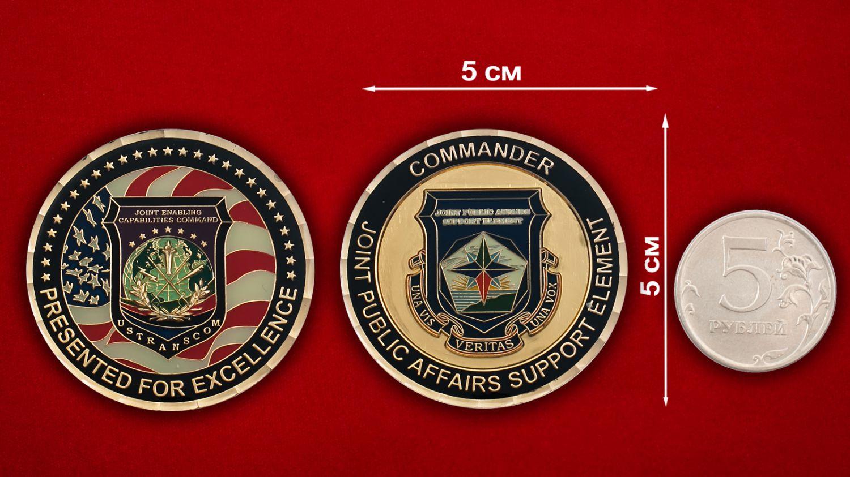 Челлендж коин Транпортного Командования Министерства Обороны США - сравнительный размер