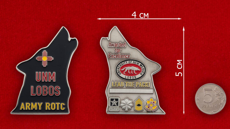 Челлендж коин Учебного Корпуса офицеров запаса при Университете Лобос, Нью-Мексико - сравнительный размер