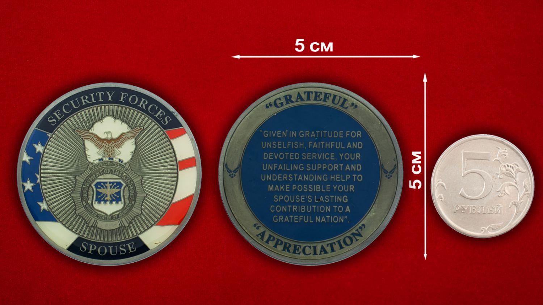 Челлендж коин военной полиции ВВС США - сравнительный размер