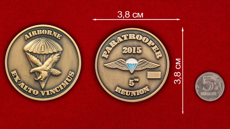 Челлендж коин встречи ветеранов ВДВ США в 2015 году - сравнительный размер