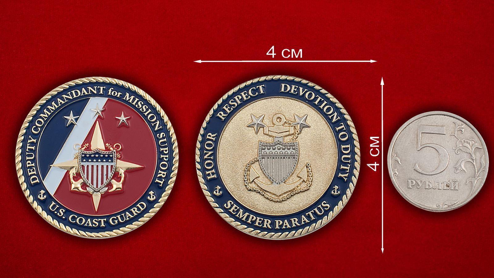 Челлендж коин заместителя Коменданта Береговой охраны США - сравнительный размер