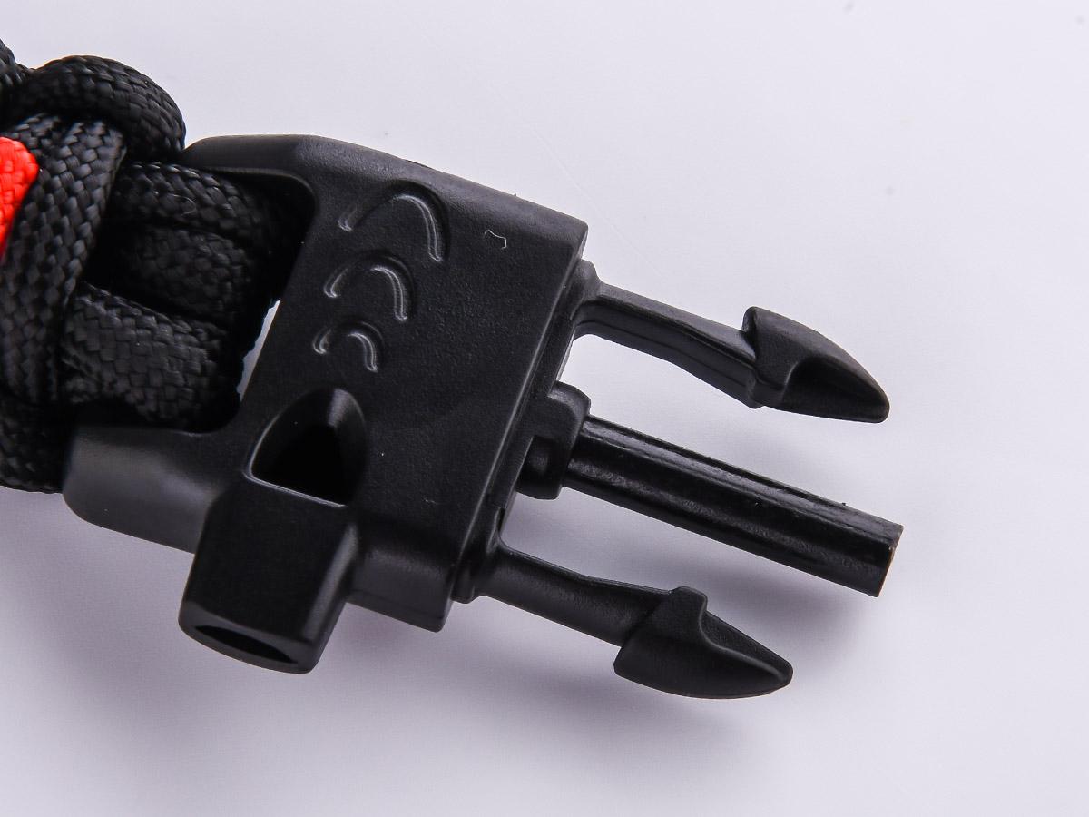 Чёрный плетёный браслет со свистком