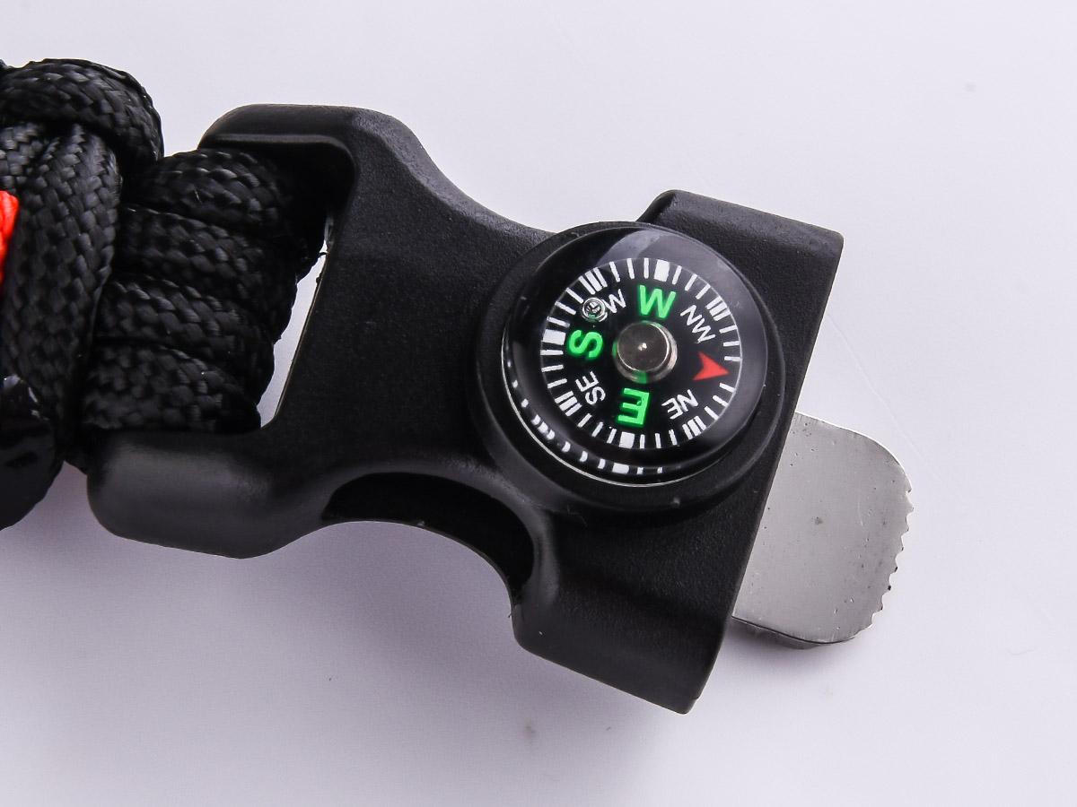 Чёрный плетёный браслет с компасом