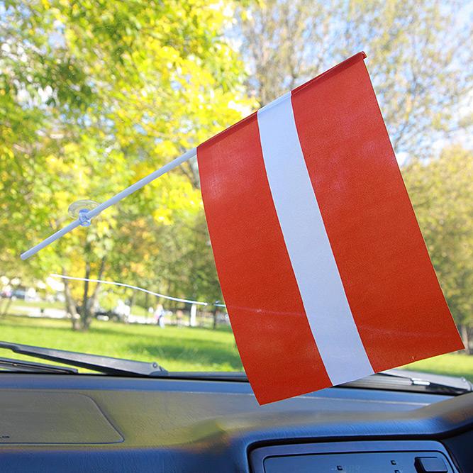 Флажок Латвии в машину
