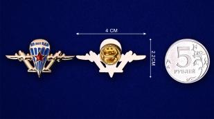 """Фрачный значок ВДВ """"85 лет""""-сравнительный размер"""