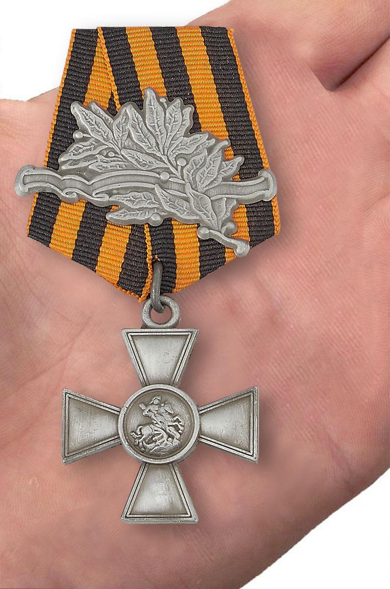 Георгиевский крест 3 степени (с лавровой ветвью) - вид на ладони