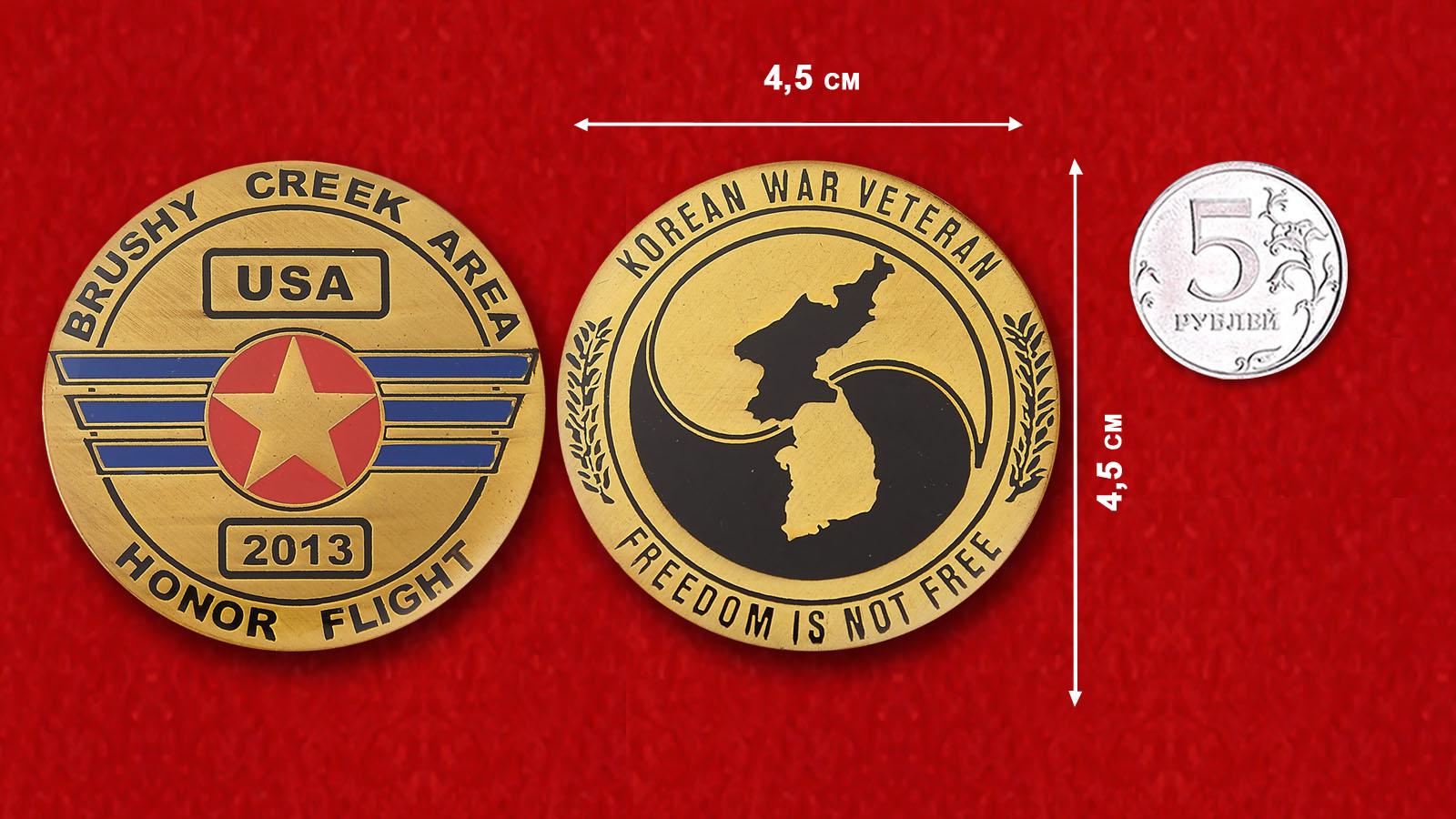 Челлендж коин в честь полета в 2013 году ветранов войныЧеллендж коин ветеранов Корейской войны - сравнительный размер