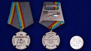 """Казачья медаль """"За храбрость"""" -сравнительные размеры"""