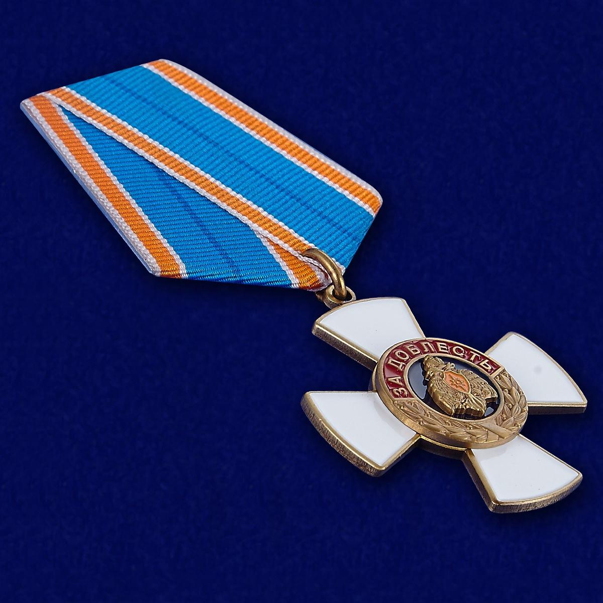 Крест Доблести МЧС России - вид под углом