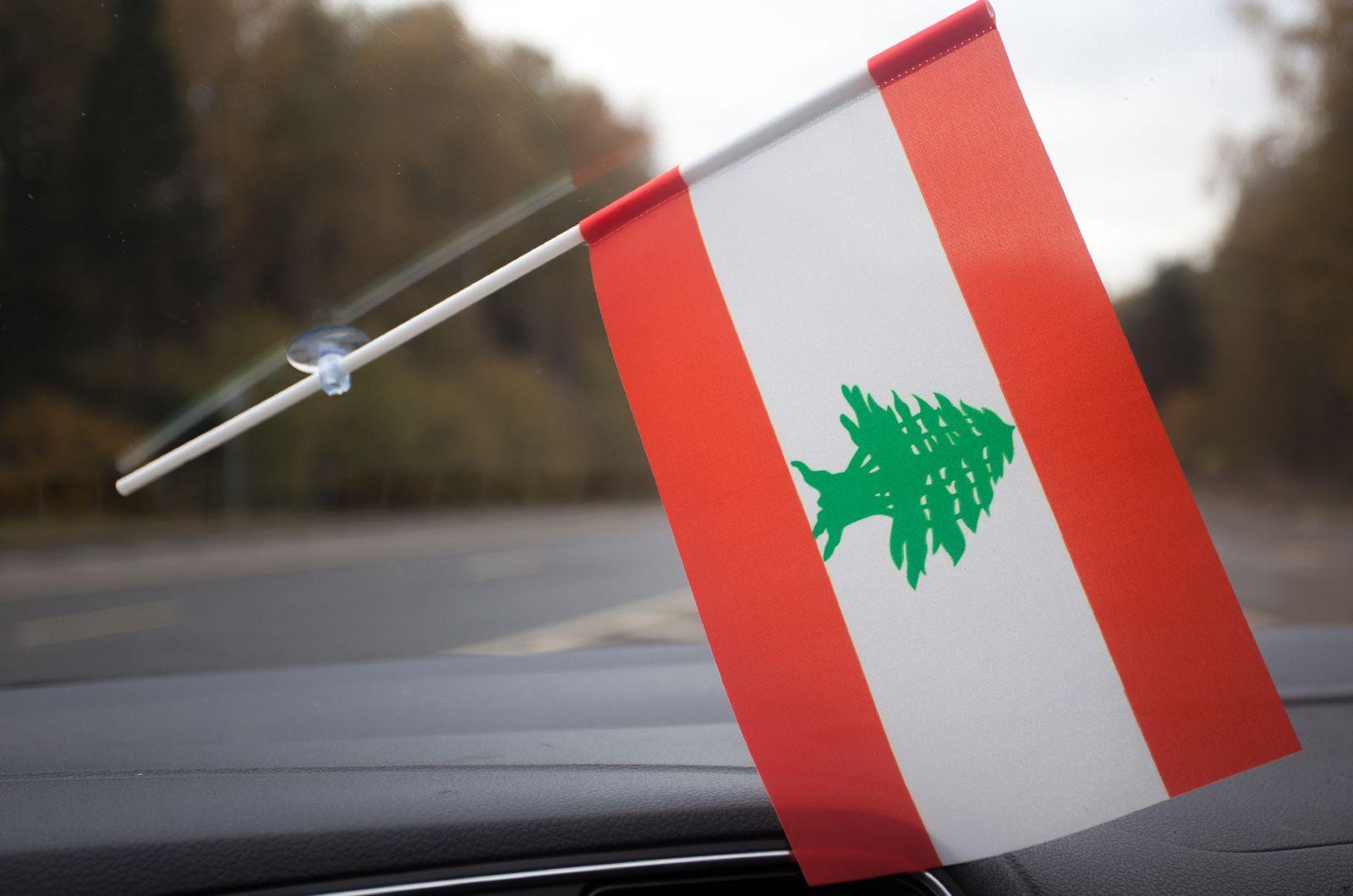 Ливанский флажок в машину