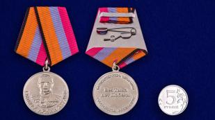 Медаль «Генерал армии Хрулев» МО РФ - сравнительный размер