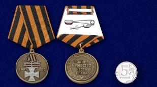 Медаль «Георгиевский крест. 200 лет» - сравнительный размер