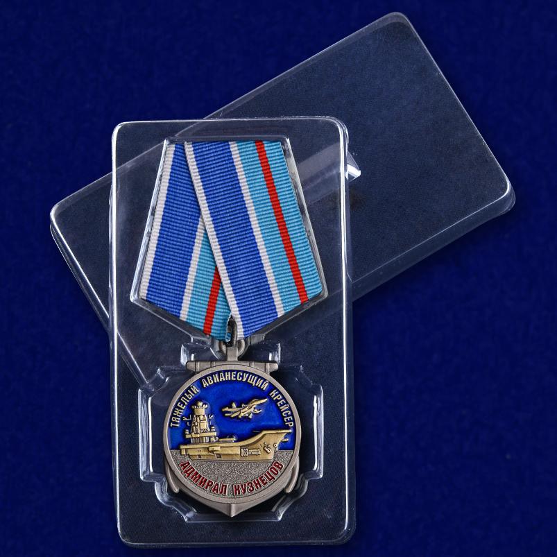 """Медаль Крейсер """"Адмирал Кузнецов"""" в футляре"""