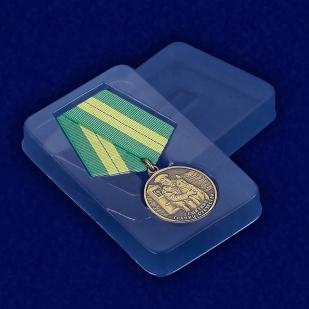 Медаль Ветеран погранвойск «Защитник границ Отечества» - вид в футляре